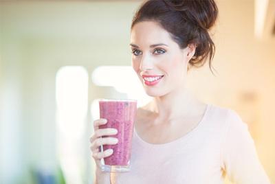 Daripada Minum Energy Drink Instan, Pulihkan Energimu Dengan Resep DIY Smoothie Segar Ini!