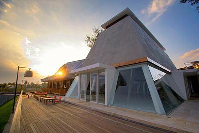 Jangan Mau Ketinggalan, Yuk Mampir ke 5 Restoran dengan View Mempesona di Bandung Ini!