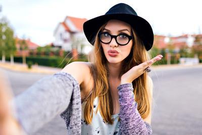 Eits! Sebelum Selfie, Ikuti Dulu Ritual Wajib Ini Agar Wajahmu Terlihat Flawless!