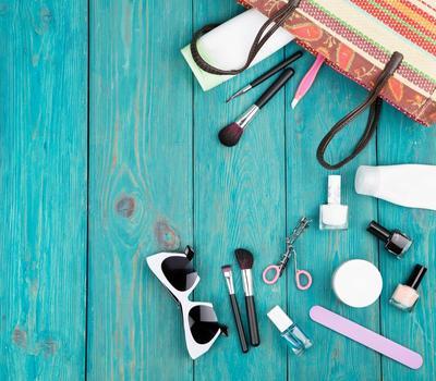 Inilah Produk Makeup Multifungsi yang Praktis Dibawa Untuk Traveling