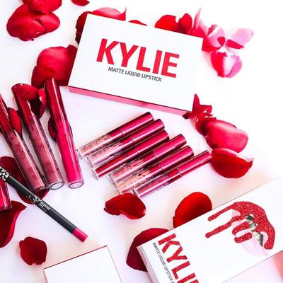 Rilisan Make Up Terbaru Kylie Jenner Spesial Valentine, Intip Warna Blush On Pertama Kylie!