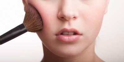 Waspada! 5 Masalah ini Dapat Terjadi Saat Kamu Malas Membersihkan Alat Makeup