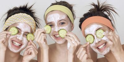 Yuk Cerahkan Wajahmu dengan 5 Resep DIY Masker Buah Pencerah Alami Ini!