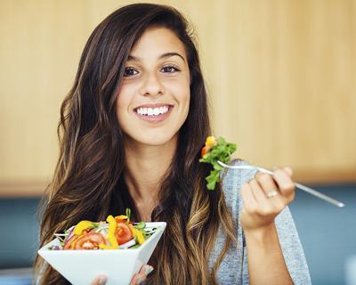 Makanan Ini Tak Disangka-Sangka Punya Khasiat Super untuk Kulit dan Rambutmu, Lho!