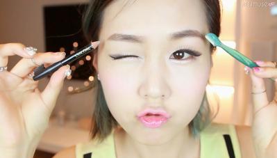Bagaimana sih caranya supaya bisa punya alis yang lurus dan natural ala cewe korea? Help me..