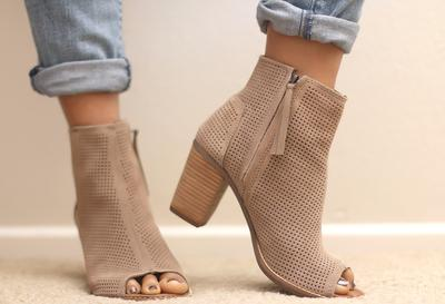 Sepatu Suede Milikmu Kotor? Jangan Panik, Simak Tips Beikut Ini!