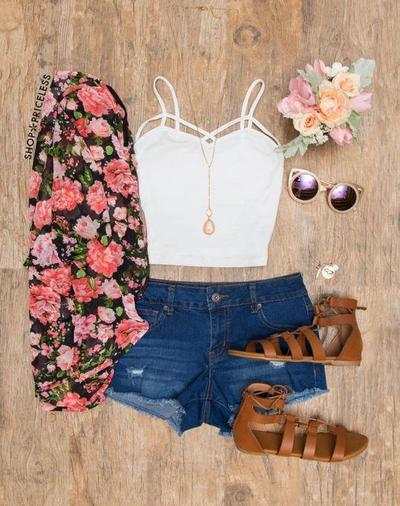 2.	Crop Top + Shorts + Sneakers / Sandals