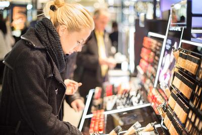 Makeup Bekas dengan Harga Super Murah? Eits, Ketahui Dulu Tips Ini Agar Tak Menyesal Beli!