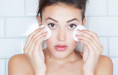 Tak Perlu Mahal, Makeup Remover Lokal ini Ampuh Bersihkan Makeup Wajah dan Mata!