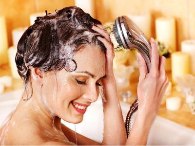 Yakin Caramu Cuci Rambut Sudah Benar  Kenali Jenis Rambutmu dan Cara Tepat  Mencucinya! 017b375e89