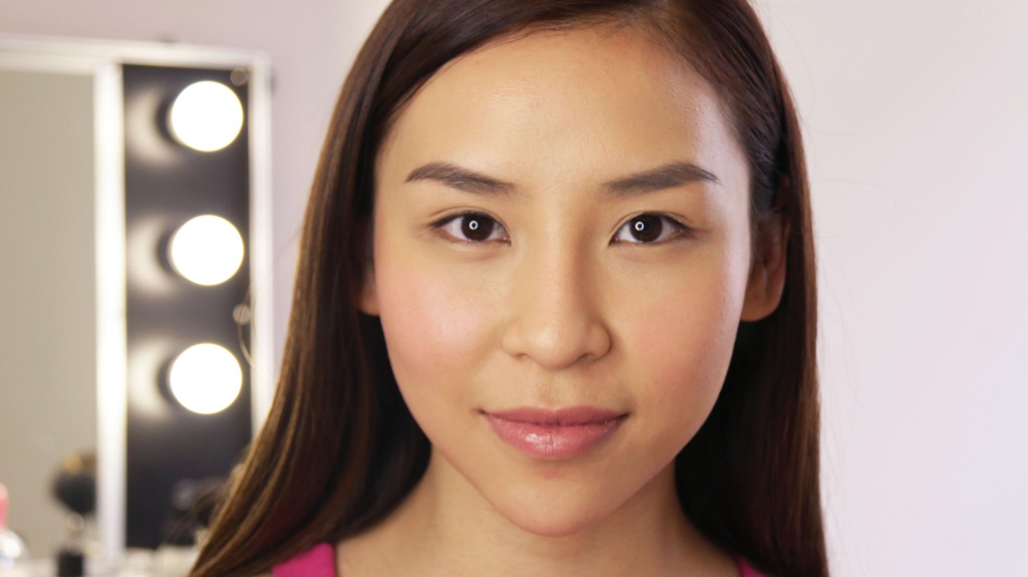 Ikuti Tips Dasar Makeup Bagi Pemula ini untuk Tampil Fresh Saat Ke Kampus Cosmetics
