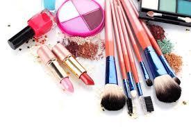 8. Menggunakan Produk Makeup yang Tahan Lama