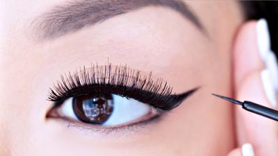 Rekomendasiin dong eyeliner murah tapi yang waterproof apa ya?