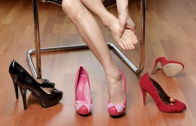 Sekarang Menggunakan High Heels Sudah Dilarang di Negara Ini Lho!