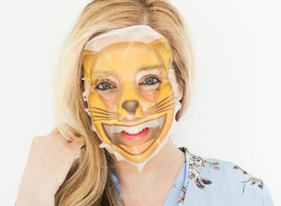 Maskeran Makin Seru! Sekarang Ada Masker Emoji yang Lucu & Memberikan Kelembapan Ekstra!