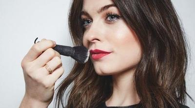 7 Tips Simple yang Belum Kamu Ketahui untuk Lipstik Tahan Lama