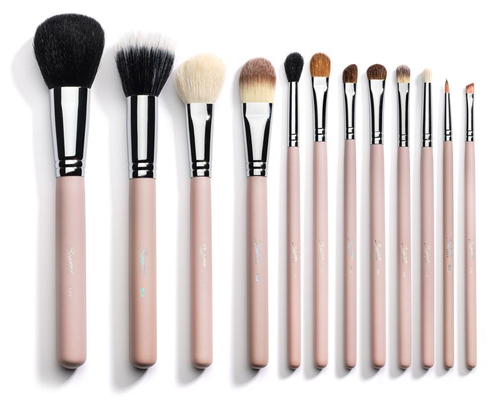 Mengenal Jenis Brush Untuk Pemula Supaya Hasil Makeup Lebih Kuas Lembut Make Up Flawless Cosmetics Beautynesia