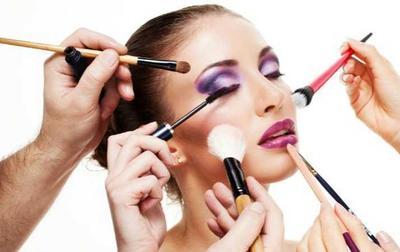 Memakai Kosmetik Yang Tebal