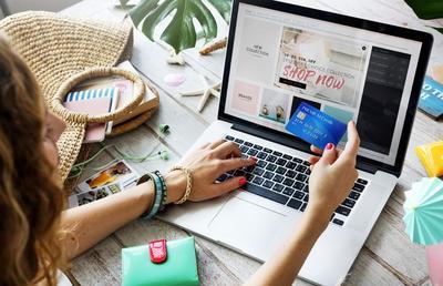 Ladies, Pastikan Kamu Memerhatikan Hal Penting Ini Ketika Belanja Online!