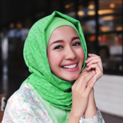 Tampil Anggun dengan Model Hijab Simple ala Laudya Cynthia Bella yang Bisa Kamu Tiru!