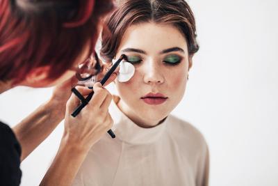 5 Beauty Hacks Jitu ala Makeup Artist yang Perlu Kamu Ketahui supaya Tampil Flawless