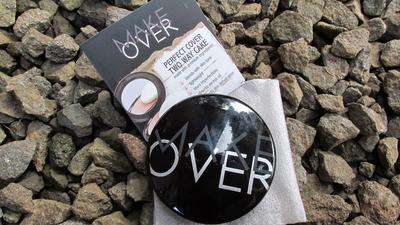 Make Over Perfect Cover Two Way Cake Agar Kulit Flawless Tanpa Ribet!