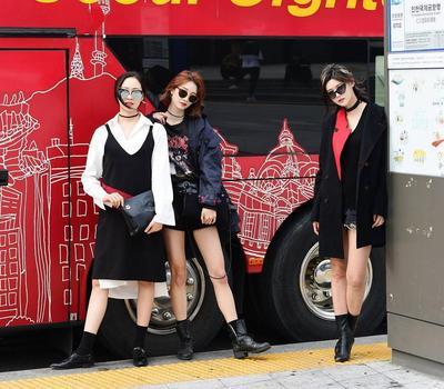 Intip Inspirasi Trend K-Fashion Street 2017 untuk Tampil Stylish dan Chic ala Wanita Korea!
