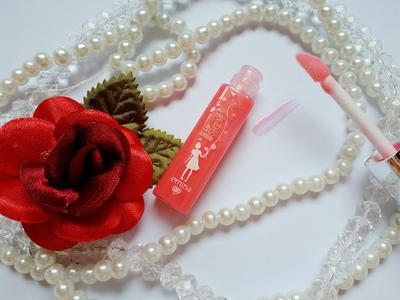 Wujudkan Bibir Cantik dan Segar Hanya dengan Glossy Lip Liquid Rp30 Ribuan ini!