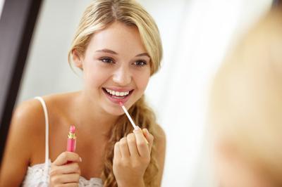 Bibir Kering dan Pecah-pecah? Ini Dia Rekomendasi Lip Gloss The Body Shop
