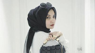 Gaya Hijab Zaskia Sungkar Terbaru
