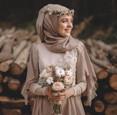 Selain Putih 6 Gaun Pernikahan Muslim Berwarna Ini Juga Tampak