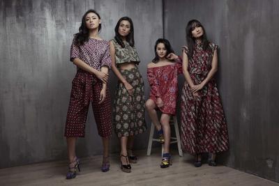 5 Gaya ini Bisa Bikin Kamu Tetap Fashionable dengan Batik!