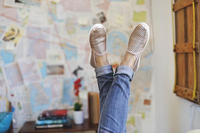 5 Tips Merawat Flat Shoes Agar Tidak Bau yang Belum Kamu Tahu
