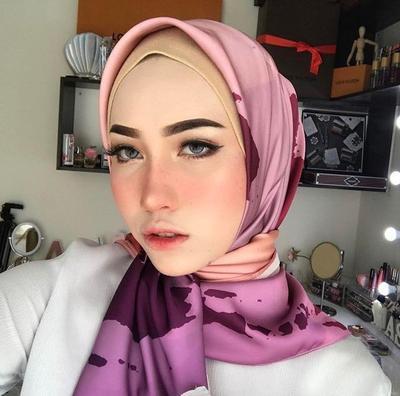 5 Makeup Artist Hijabers Fenomenal yang Bisa Jadi Panutan Gaya Makeup-mu