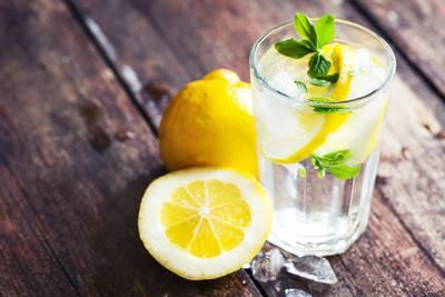 Ternyata 4 Minuman Ini Bisa Membuat Kulitmu Lebih Glowing dan Cantik Lho!