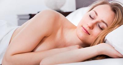 Ternyata Benar, Melepas Bra Saat Tidur Dapat Memberikan 7 Manfaat Ini!