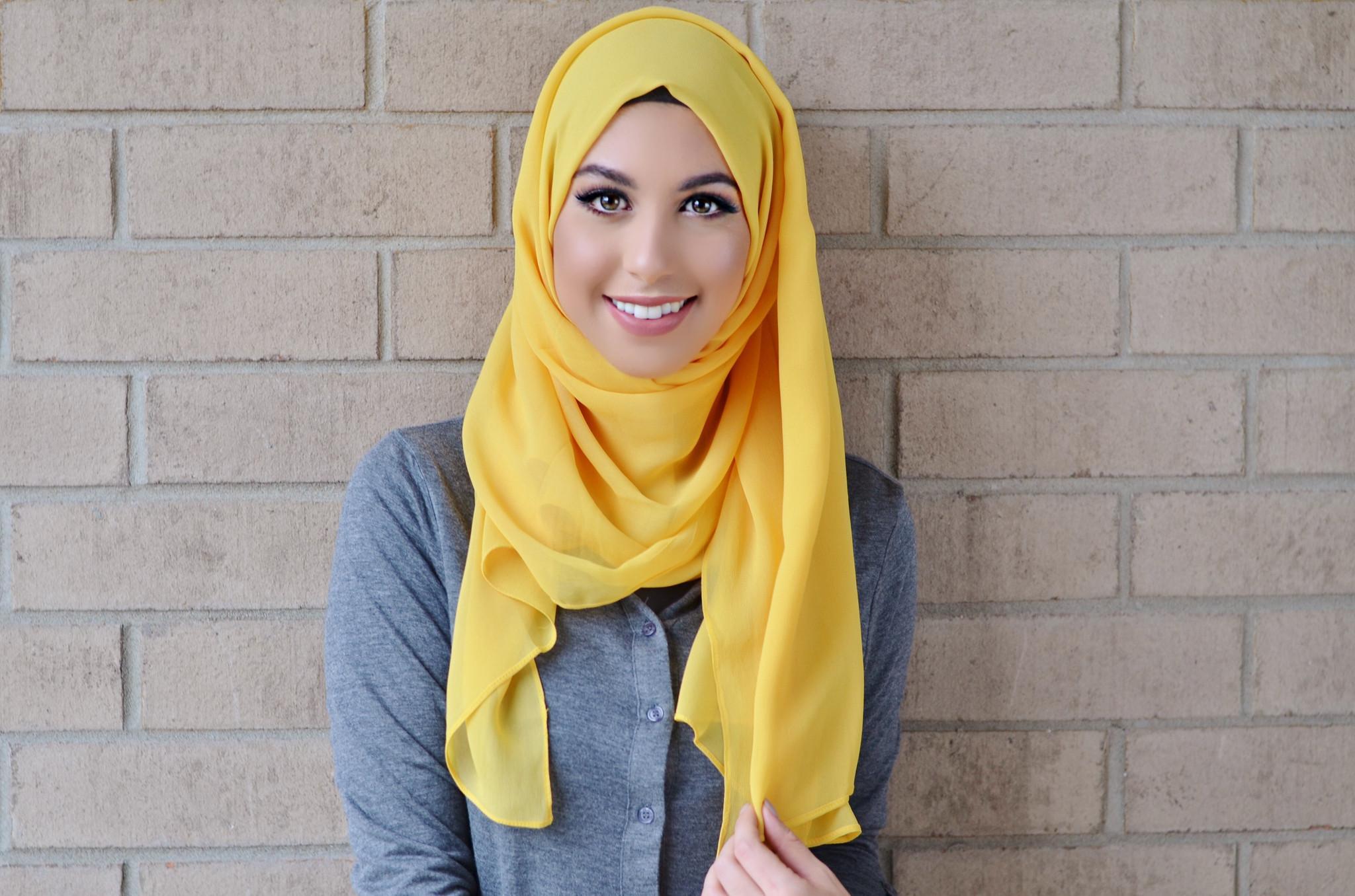 5 Kombinasi Warna Untuk Padu Padan Hijab Warna Kuning Muslim