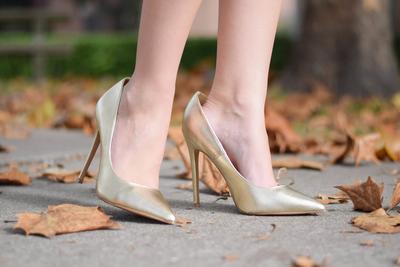 High Heels Kebesaran? Atasi dengan Trik Ini Agar Nyaman Dipakai