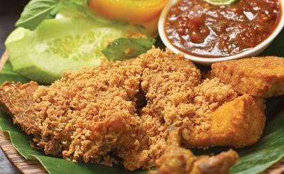6 Rekomendasi Ayam Penyet di Jakarta yang Enak dan Irit di Kantong