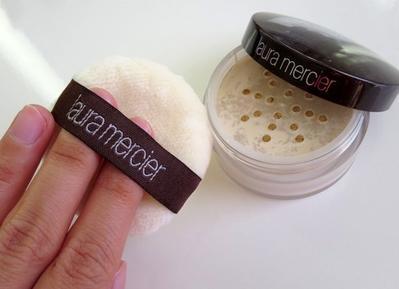 Translucent Powder Laura Mercier, Bedak Ringan yang Cocok untuk Kulit Berminyak