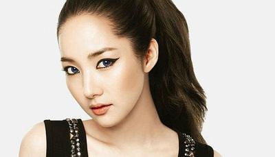 Tak Percaya Diri Karena Mata Sayu? Intip Tips Memakai Eyeliner Agar Mata Terlihat Fresh