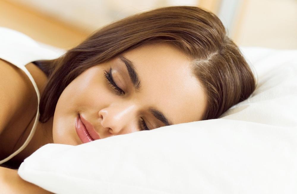женщина красиво спит - 6