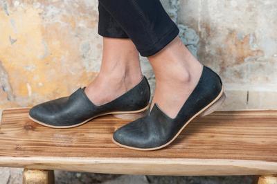 Ketahui 6 Tips Merawat Flat Shoes Bahan Kulit Asli Ini Agar Tetap Awet!