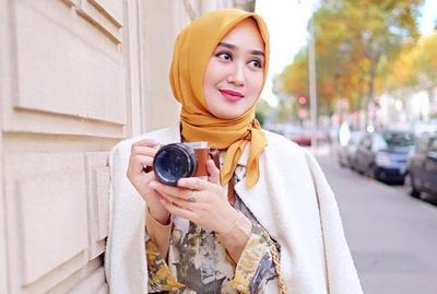Style Hijab Simple Segi Empat Ini Oke Banget untuk Sehari-hari! Kamu Bisa Cobain, Ladies!