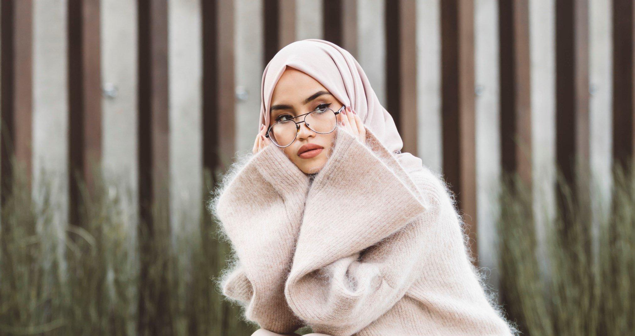 Hijabers Inilah Cara Memilih Kacamata Minus yang Tepat untuk Wajahmu Muslim