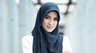 5 Inspirasi Hijab Modern ala Artis Indonesia untuk Tampil Stylish Saat Lebaran