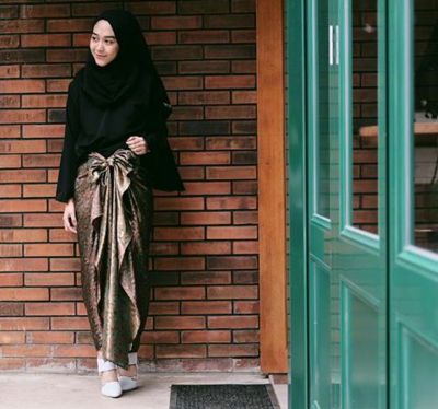 5 Paduan Outfit Kasual Hingga Formal Yang Pas Untuk Hijab Warna