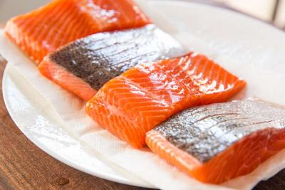 Sebelum Makan Sashimi, Simak Dulu Tips Mengolah Daging Ikan Salmon Ini!