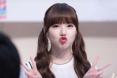 Yuk, Simak Tips Poni Ala Korea yang Cocok untuk Wajah Bulat Ini!
