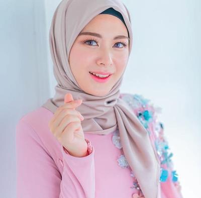Korean Style Hijab Ala Ayana Jihye Moon Ini Dijamin Bikin Kamu Makin Keren!
